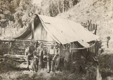 Returned servicemen building new lives in the Mangapurua Valley. Photo courtesy of the Charlie Hellawell Collection.