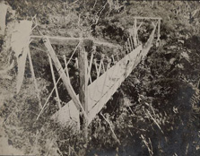 The old timber swing bridge (Morgan's Bridge). Photo courtesy of the  Charlie Hellawell Collection.